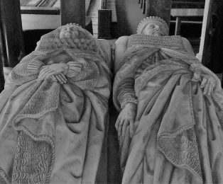 Close up of the carved figures of Sir Baptist and Lady Hicks on their tomb