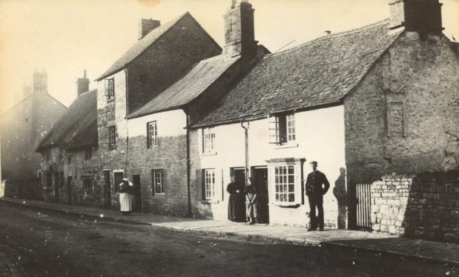 Cottages in Park Road circa. 1900
