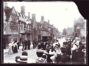 King Edward VII drives through Campden 1905