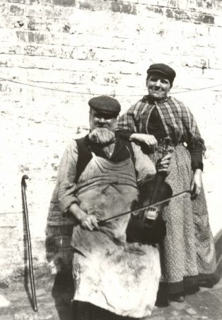 Thomas Romelle Veale, famous Morris fiddler, and his wife Lucy