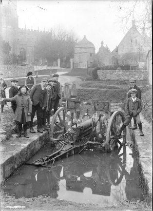 The German field gun in the cart wash