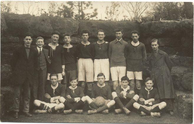 Football team in Bedfont House garden
