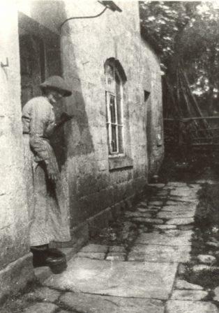 Woman at door | Jesse Taylor