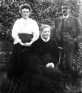 Jesse, his wife Alice and daughter Dorothy
