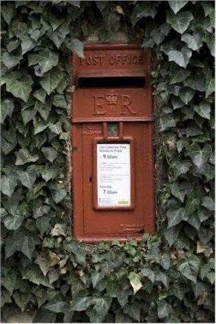 Leasbourne postbox | Wendy Chapman