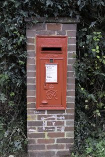 George VI post box in Aston Road