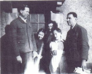 Klaus Behr (far right) and the Haines family