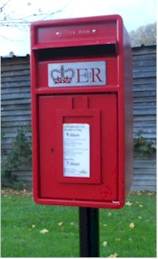 The replacement Elizabeth II postbox in Back Ends